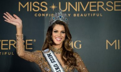 The new Miss Universe Iris Mittenaere of France waves to photographers during a press conference after being crowned the winner at the Miss Universe pageant at the Mall of Asia Arena in Manila on January 30, 2017. France was crowned Miss Universe on January 30 in a glitzy spectacle free of last year's dramatic mix-up but with a dash of political controversy as finalists touched on migration and other hot-button global issues. / AFP PHOTO / NOEL CELIS